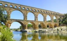 Rzymski akwedukt Pont du Gard jeszcze do XVIII w. służył jako most